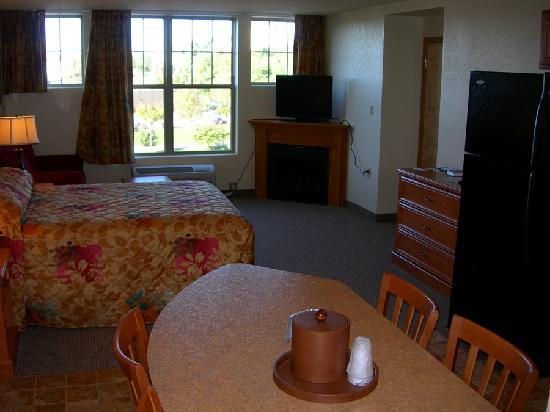 Spirit of the Smokies Condo Lodge: Deluxe Kitchen w/Fireplace Suite