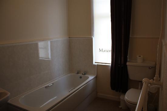 Manor Park Hotel: Baño