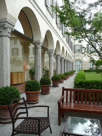 Four Seasons Hotel Milano : another shot in the courtyard