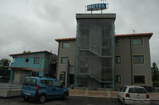 Medea Hotel: façade