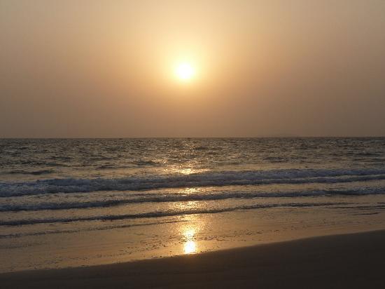 Heritage Village Club Goa : Sunset Arossim Beach