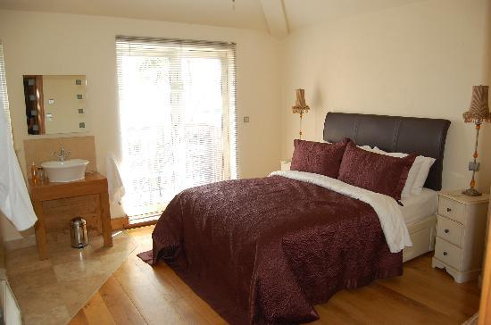 Amani Luxury Self-Catering Apartments: Bedroom in a Mews House