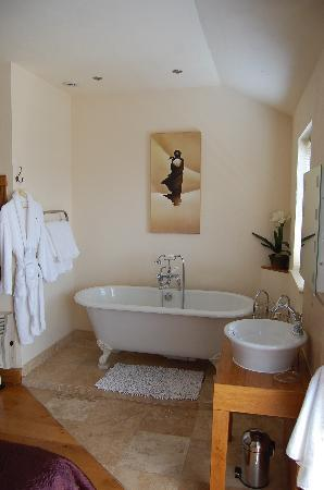 Amani Luxury Self-Catering: Bathroom in a Mews House