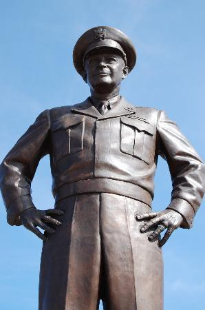 Dwight D. Eisenhower Library and Museum: Statue of General Eisenhower