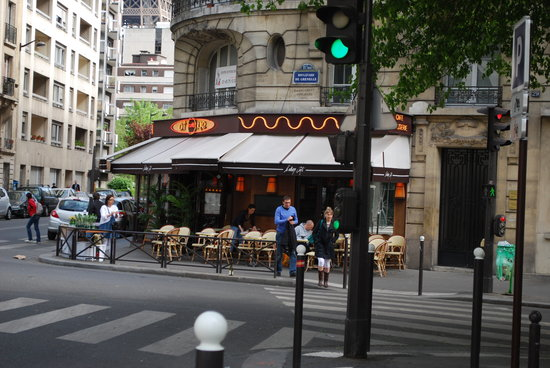 Cafe l'Atome: L'atome from Blvd Grenelle