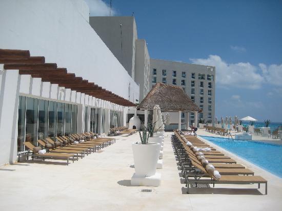 Le Blanc Spa Resort : 3rd Floor Pool