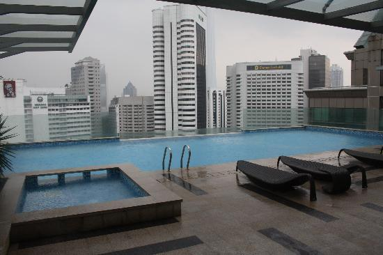 Fraser Place Kuala Lumpur: poolside