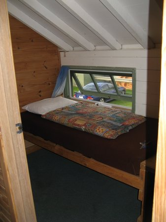 Port Fairy Hostel: tiny single room in attic/roof