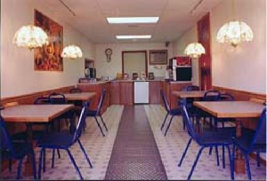 A1Economy Inn: Breakfast Room