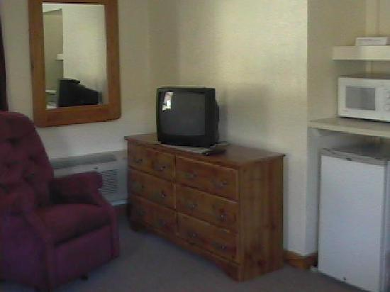 Riverbend Lodging: TV, Microwave, Refrigerator, Recliner