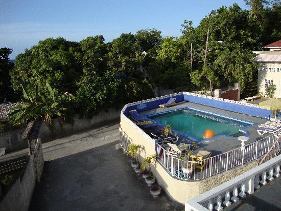 Marine View Hotel: Pool at Marine View