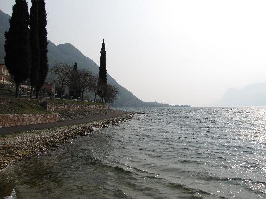 Oasi Beach: Beautiful Lake Garda
