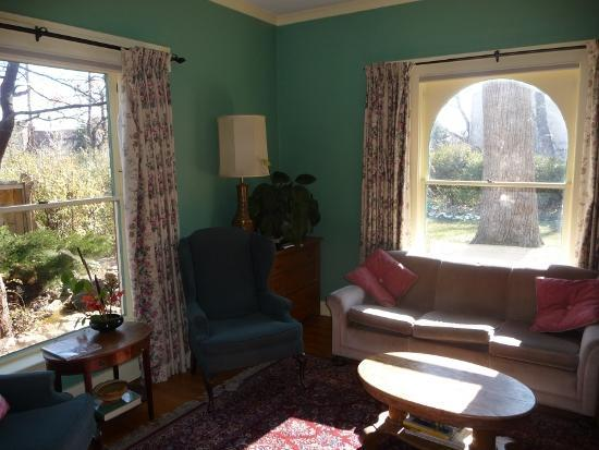 Briar Rose Bed and Breakfast: Common Area