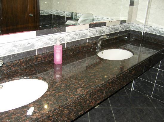 Oz Side Hotel: Bathrooms - Hotel Oz