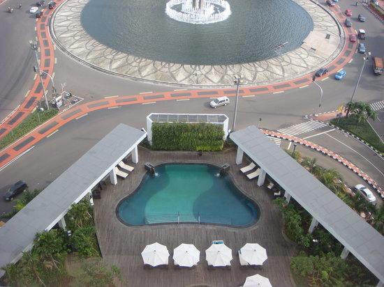 Mandarin Oriental, Jakarta: The tiny pool