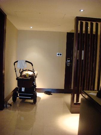 Mandarin Oriental Jakarta: The low ceiling