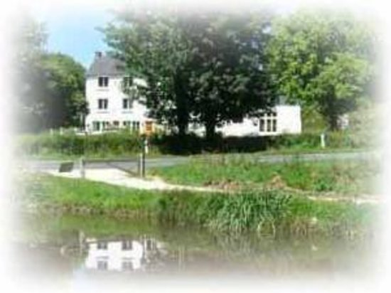 Rostrenen, Fransa: Bed & Breakfast waterside location
