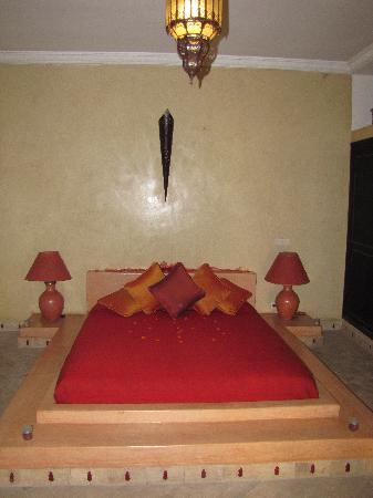 Riad Nabila: notre chambre d'amoureux spécialement décorée pour nous....