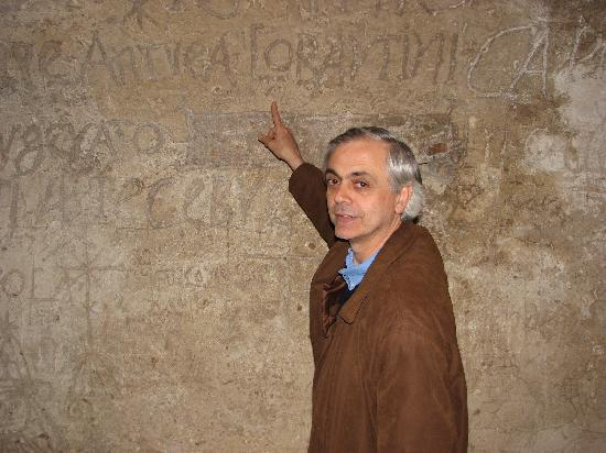 Narni Sotterranea: Roberto showing us some of the graffiti in the main cell