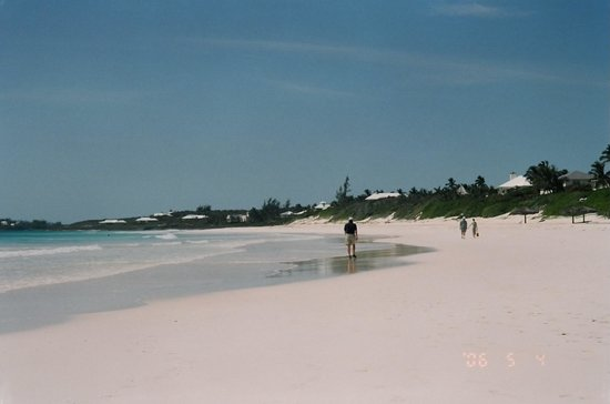 Isla Harbour: Pink sand beach