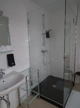 Hotel Löwen: Shower cubicle