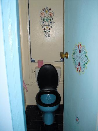 Hotel Batha: stanza con il bagno