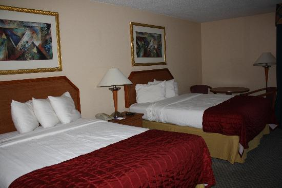 Baymont Inn & Suites Florida Mall/ : Comfy beds