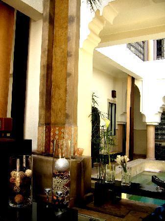 """Riad 5 Sens: the riad's """"lobby"""""""