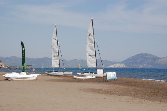 Caria Holiday Resort: The Beach close by via free bus.