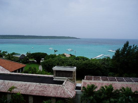 Miyakojima Tokyu Hotel & Resorts : 部屋から前浜ビーチを眺める