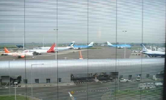 citizenM Schiphol Airport: View from 5th floor runway view!
