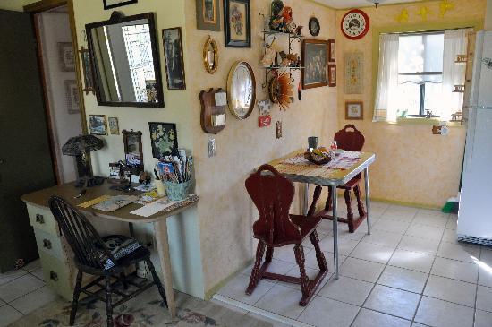 Rio Tierra Casitas : Glo's Bungalow