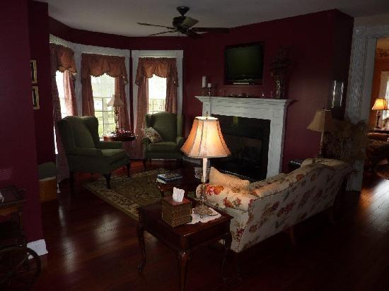 Maple Shade Bed & Breakfast : Living room
