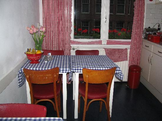 The Collector Bed & Breakfast: Kitchen: one of two tables