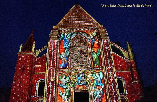 La Nuit des Chimeres: The lady chapel frescoes are projected onto the cathedral