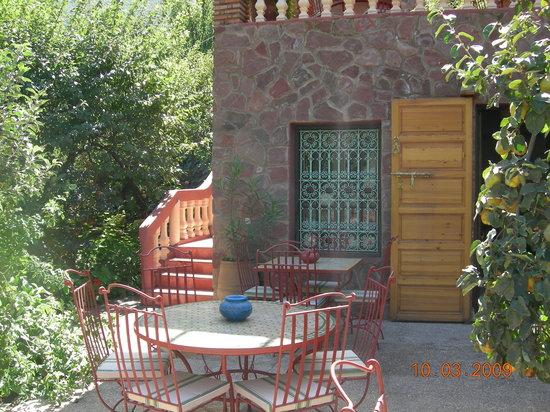 Chez Larbi: jardin du restaurant
