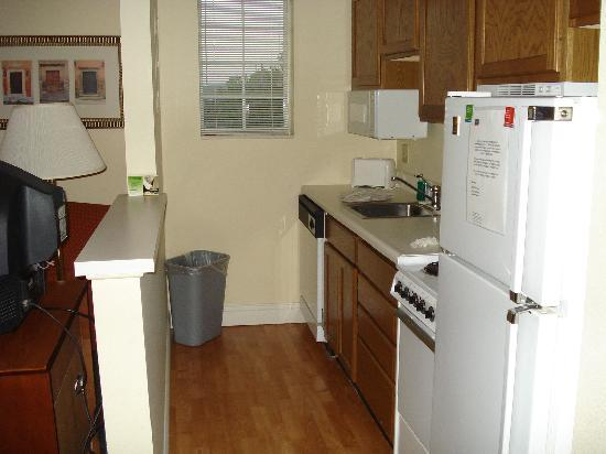 TownePlace Suites St. Louis Fenton: Kitchen Area