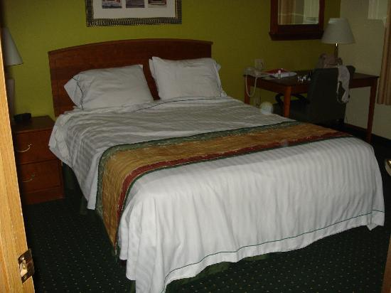 TownePlace Suites St. Louis Fenton: Main Bedroom