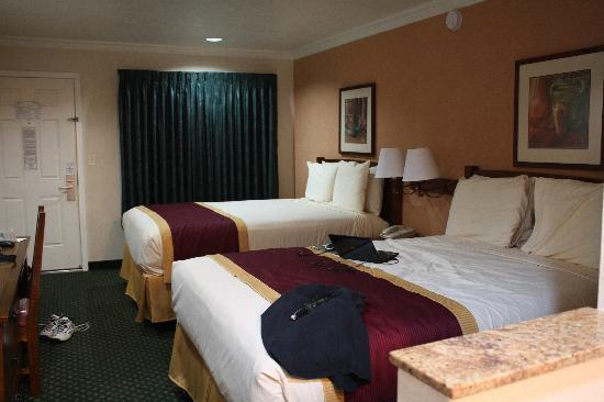 Park Vue Inn: Nicely decorated, comfortable room