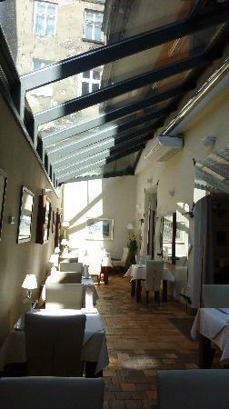 Hotel Grodek: Restaurant where breakfast was served.