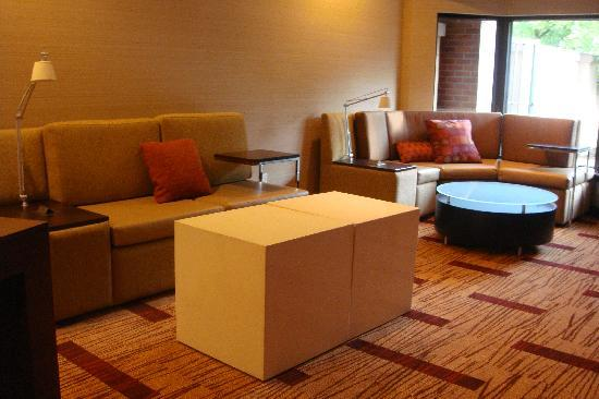 Courtyard Portland Southeast/Clackamas: Lobby Lounge