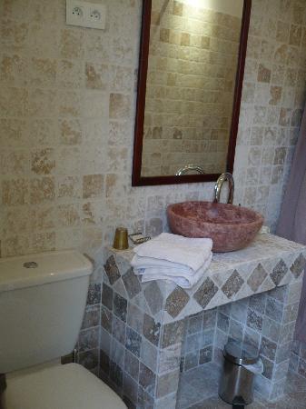 Le Chalet des Poetes: Baño Habitación Virtigilio