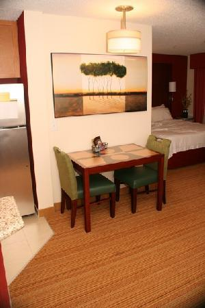 Residence Inn Florence: dining area