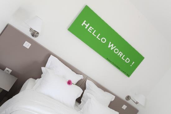 Hotel 202: Chambre 1