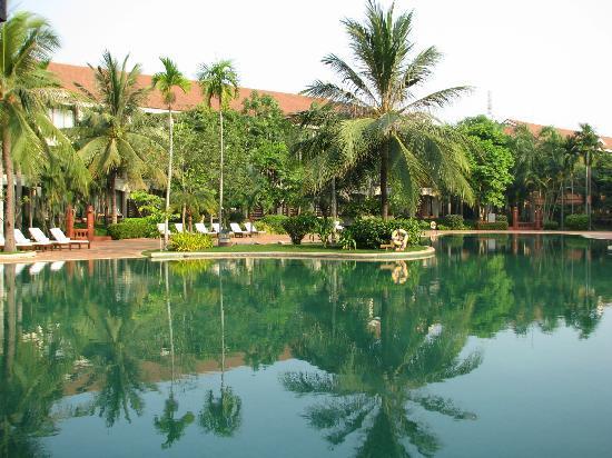 Sofitel Angkor Phokeethra Golf and Spa Resort: The Pool