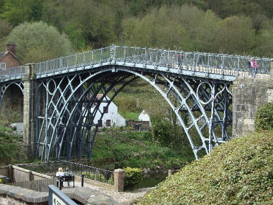 Hrabství West Midlands, UK: Ironbridge