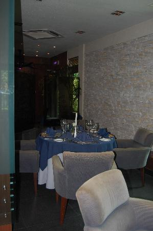 Yats Restaurant and Wine Bar: Public Dinning Area Yat's Grill room