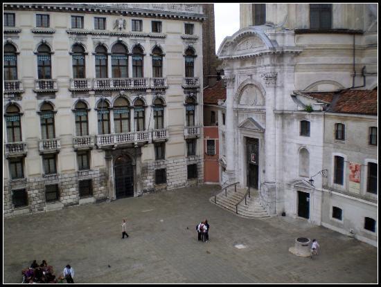 Alloggi Gerotto Calderan: View of the Square