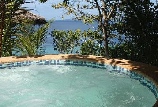 Coco White Beach Resort: Whirlpool