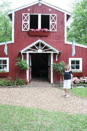Rosevine Inn Bed & Breakfast and Extended Stay Lodging: Game Barn